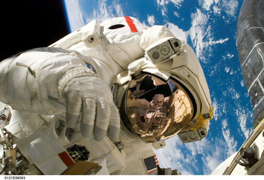 Prima passeggiata femminile nello spazio