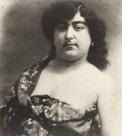 Zahra-Khanom