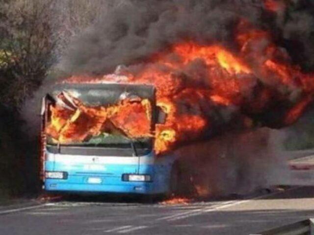 autobus-incendiato