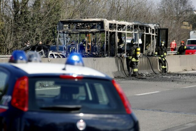 bus-in-fiamme-milano