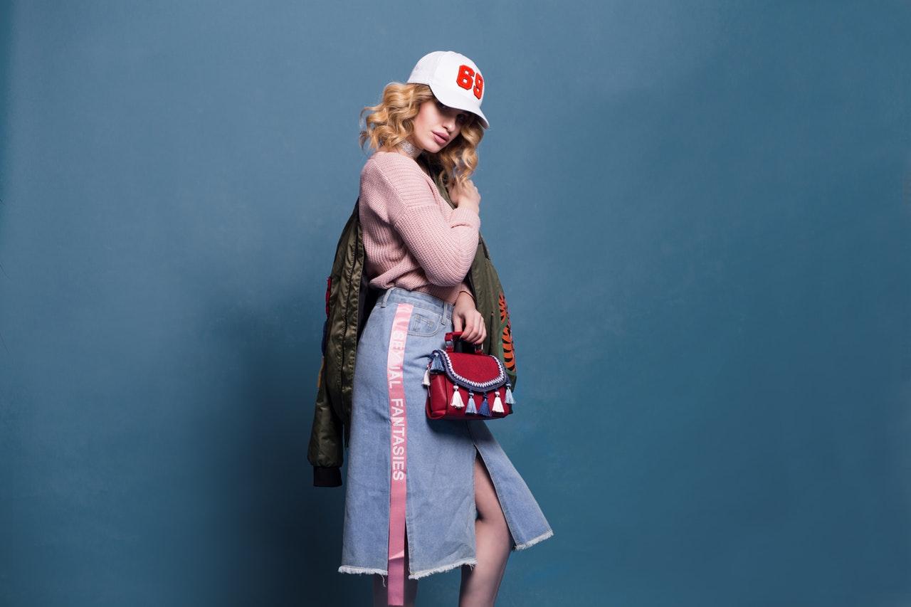 Cappello con visiera (o snapback): come indossarlo questa primavera 2019