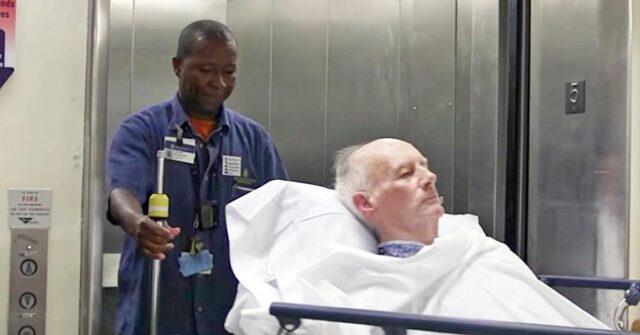 un-uomo-canta-ai-pazienti-mentre-li-trasporta-fuori-dalla-sala-operatoria