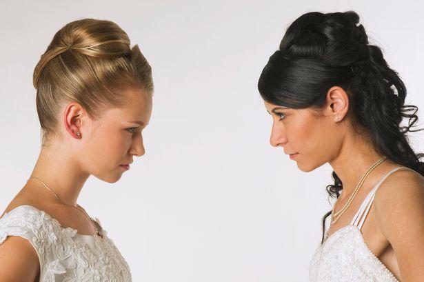 una-sposa-arrabbiata-per-colpa-della-damigella 1