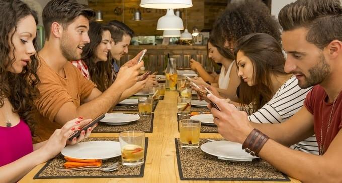 Gli-smartphone-ci-fanno-ingrassare