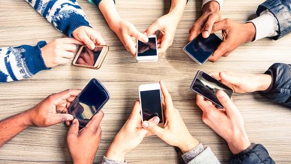Il-nostro-smartphone-ci-fa-ingrassare