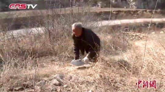 Ma-Sanxiao-anziano-senza-gambe