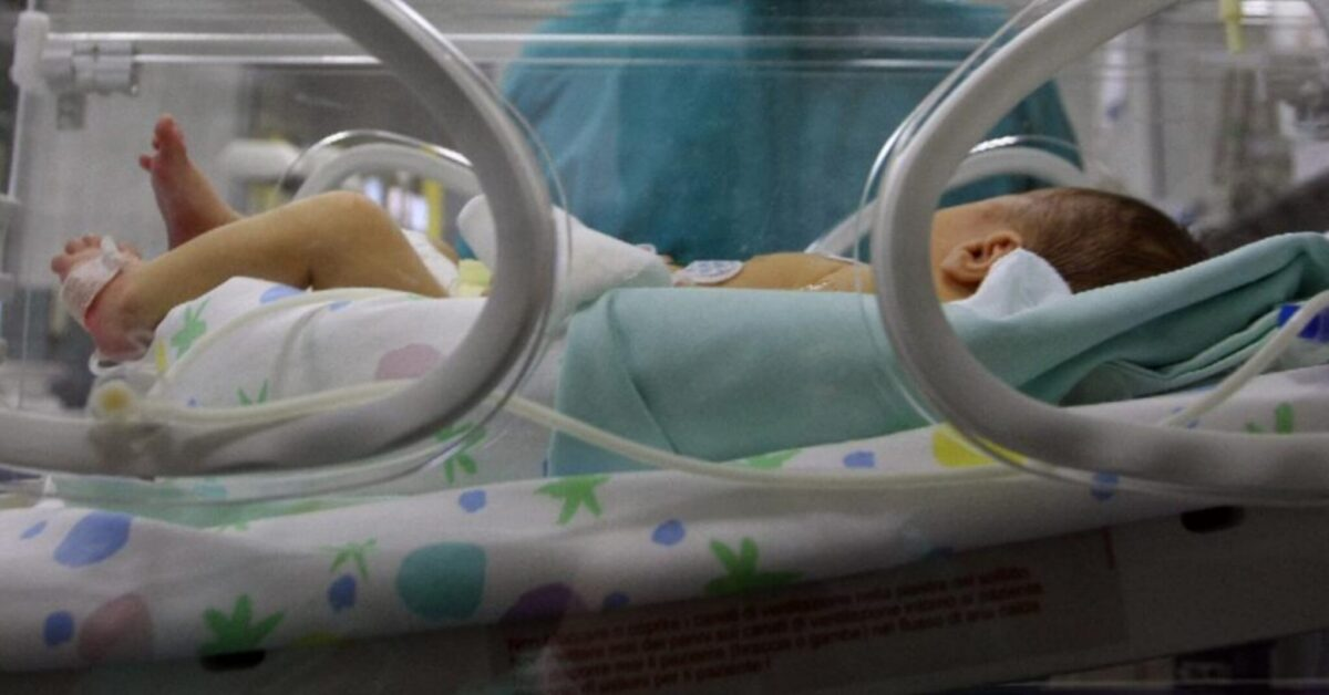 Neonato abbandonato in un borsone