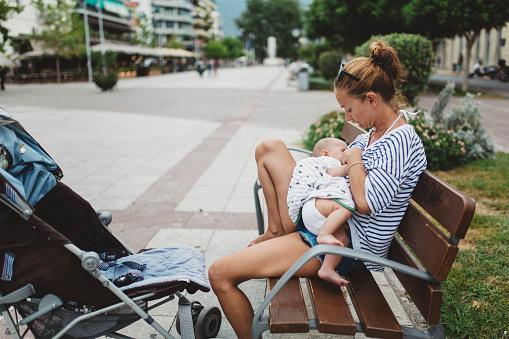 l'esperienza-di-Ariana-per-aver-allattato-suo-figlio-in-pubblico