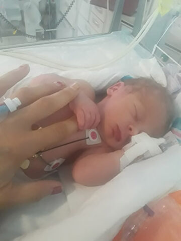 la-nascita-miracolosa-del-figlio-di-Crystal 3
