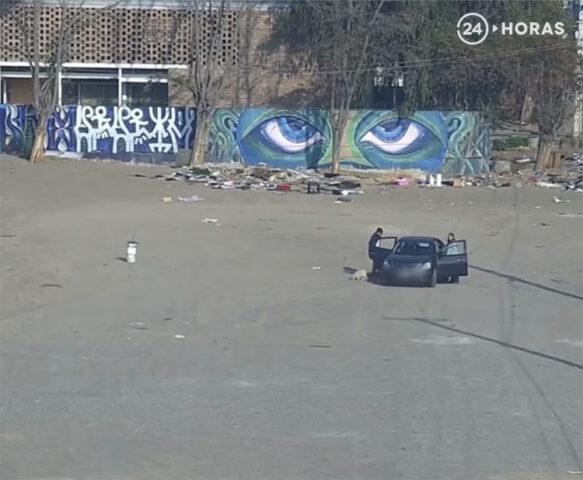 il-cane-abbandonato-in-un-parcheggio 1