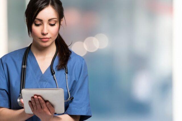 Parrucchiera-pubblica-un-post-per-rendere-omaggio-al-lavoro-degli-infermieri 1