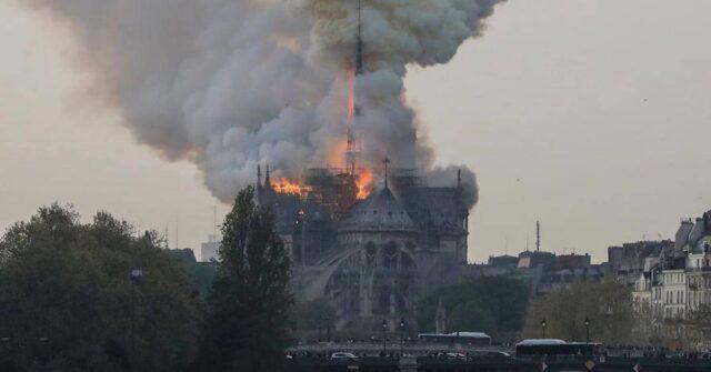Notre-Dame-Parigi-il-crollo-della-guglia-in-video