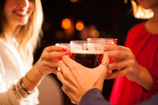 Bere alcol ogni tanto fa bene?