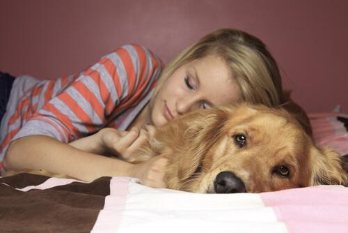 le-donne-preferiscono-dormire-con-il-loro-cane 4