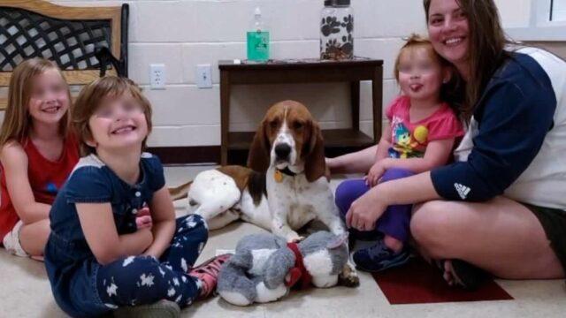 Edgar-il-cane-eroe-insieme-alla-sua-famiglia