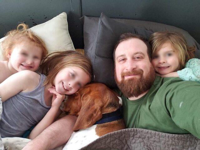 Il-cane-Edgar-insieme-alla-sua-famiglia