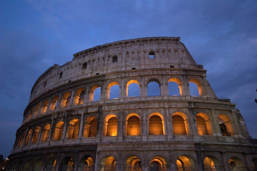 Colosseo Di Notte Visite.Colosseo Visita Notturna 2019 Luna Sul Colosseo Bigodino