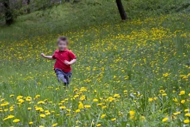 bambino-corre