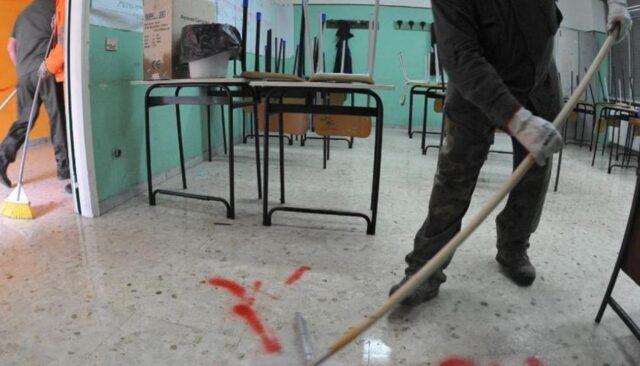 bidello-pulisce-scuola