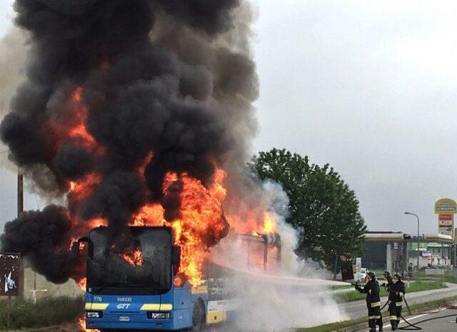 bus-fiamme