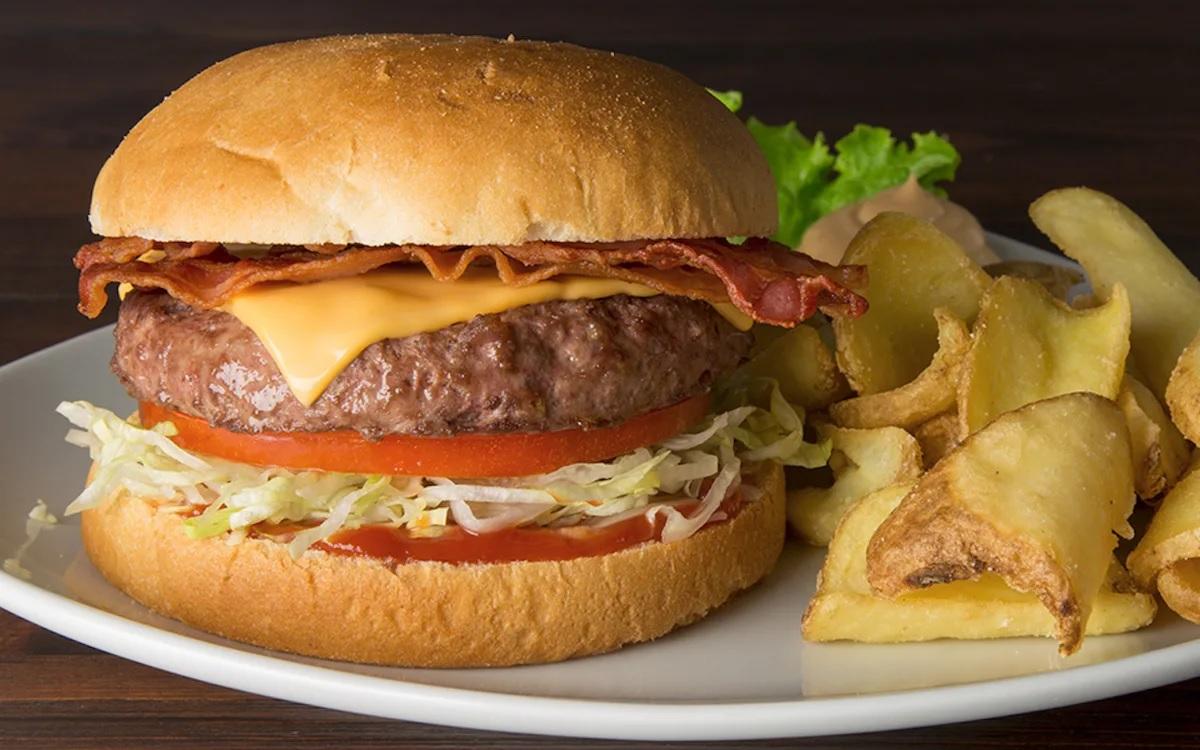 Come si mangia un hamburger