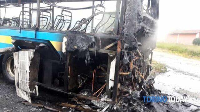 incendio-bus-ss-589-roletto