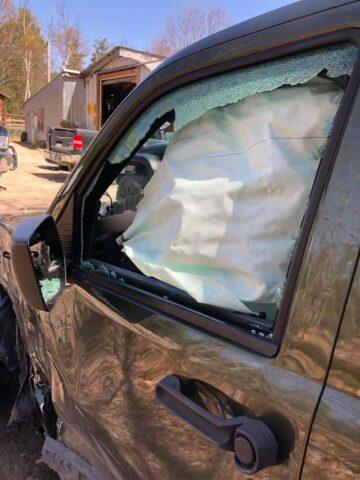 vetro-macchina-incidente