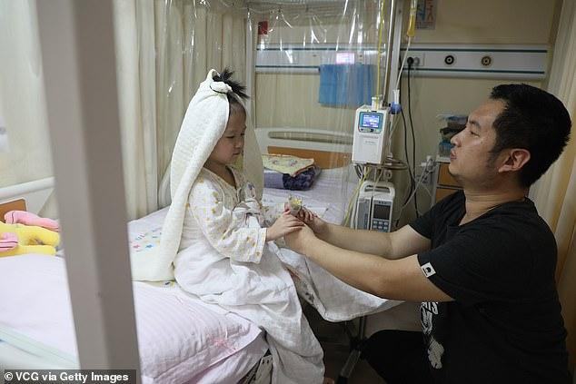 il-matrimonio-della-piccola-Yaxin-con-il-suo-amato-papà