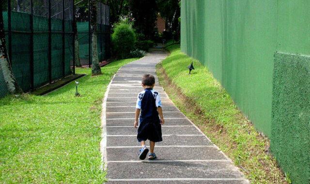 bambino-di-sei-anni-esce-di-casa-alle-cinque-del-mattino 2