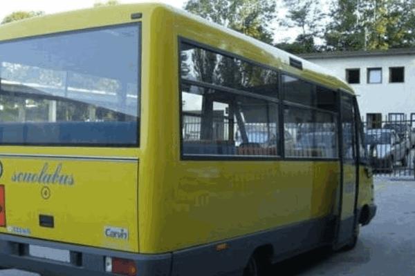 bimba-di-tre-anni-dimenticata-nello-scuola-bus 3