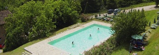 bambina-intrappolata-nel-bocchettone-della-piscina