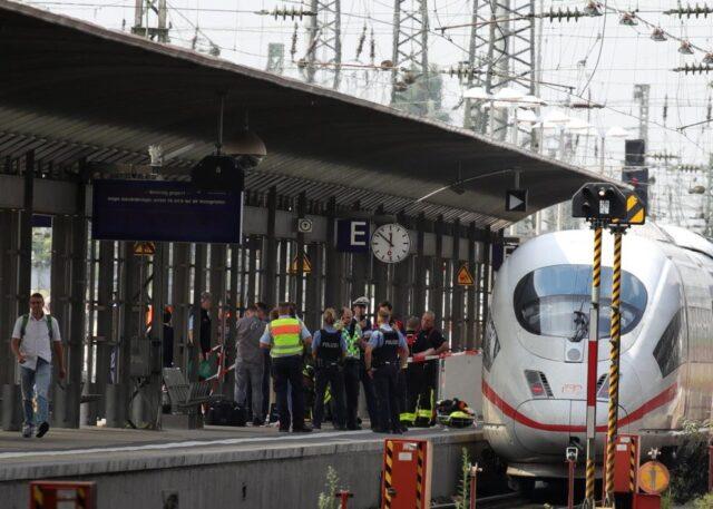 Francoforte-bambino-spinto-sotto-un-treno-ad-alta-velocità 1