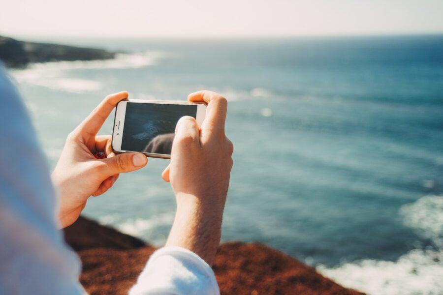 cellulare in spiaggia