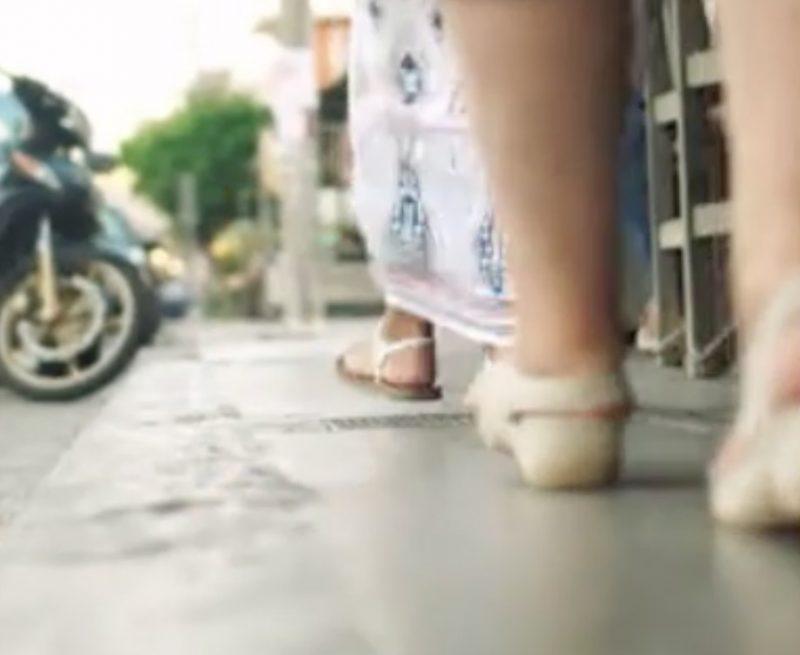 Indossare scarpe aperte in