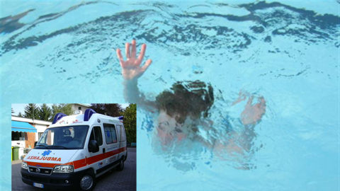 bambina-intrappolata-nel-bocchettone-della-piscina 2