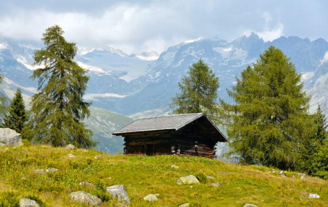 casa-alpina-don-bosco-carisolo-val-rendena-baita