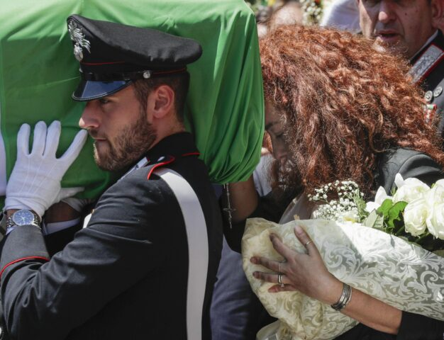 funerale-carabiniere-moglie