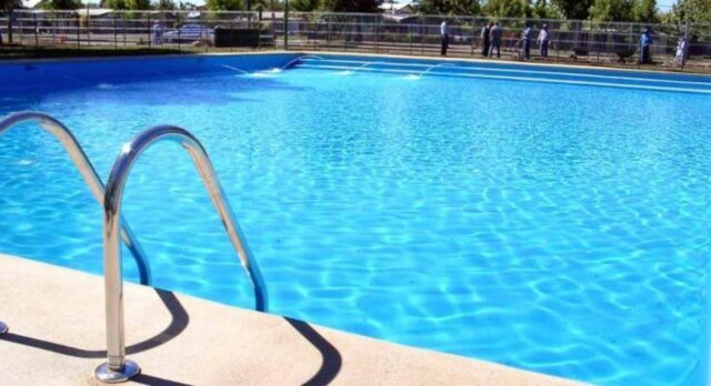 Fermo-la-bimba-che-stava-per-annegare-in-piscina-non-ce-l'ha-fatta
