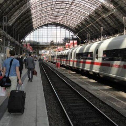 Francoforte-bambino-spinto-sotto-un-treno-ad-alta-velocità