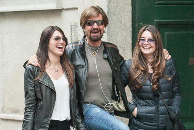 Valerio Staffelli e famiglia in via Montenapoleone