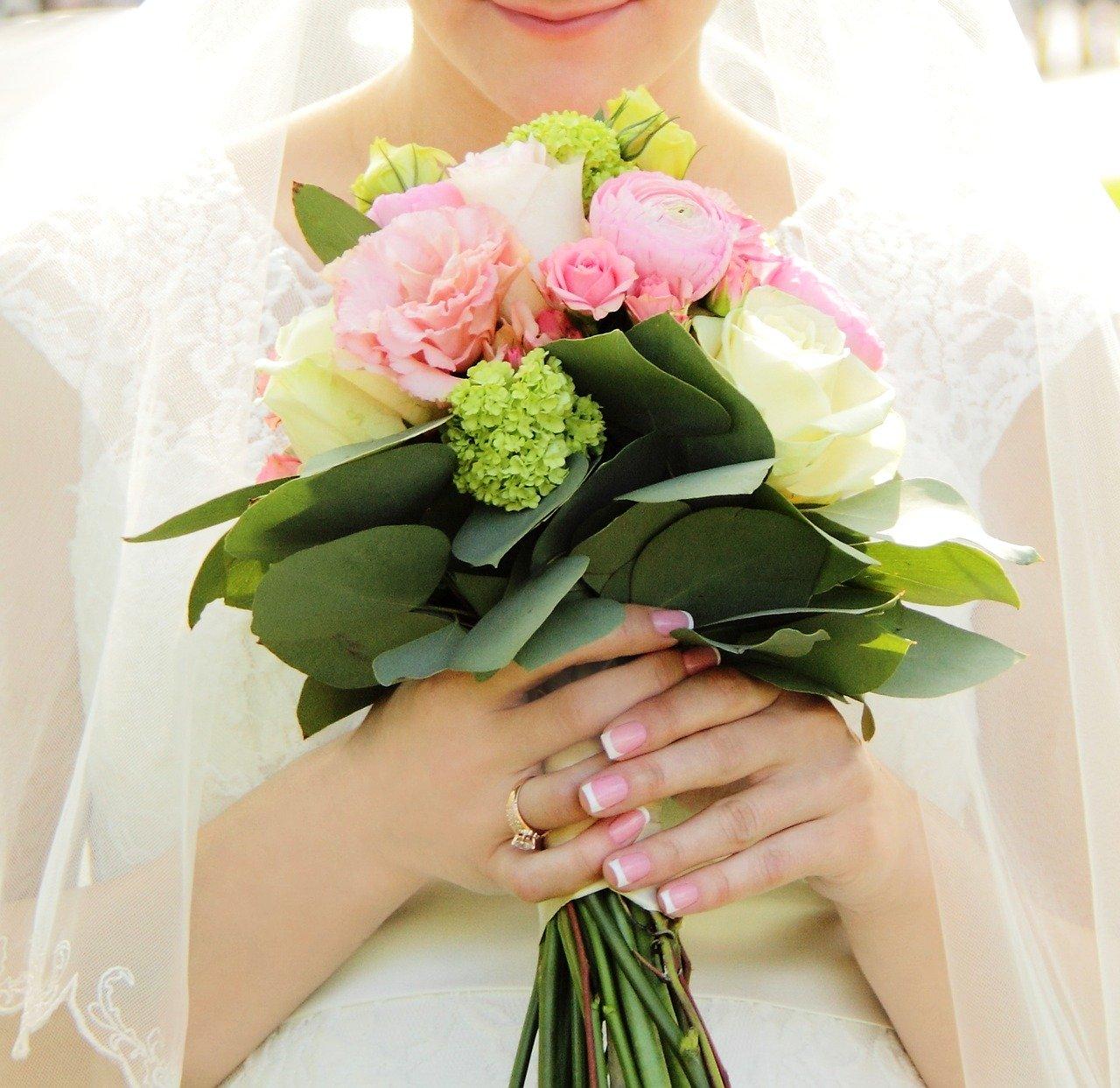 sposa con fiori