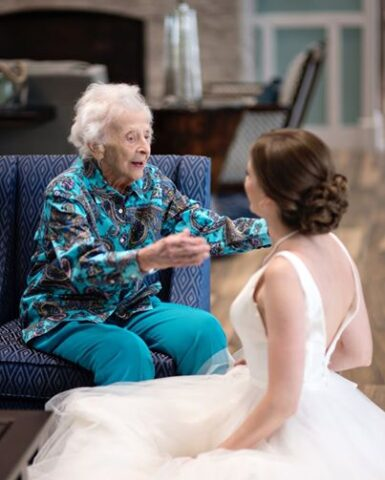la-sorpresa-di-Tara-alla-dolce-nonna-di-102-anni 1