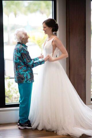 la-sorpresa-di-Tara-alla-dolce-nonna-di-102-anni