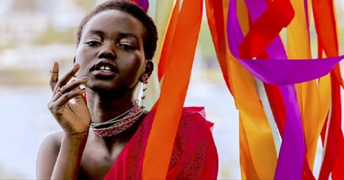 E' una rifugiata, cresciuta nella miseria ma è diventata l'immagine di Chanel