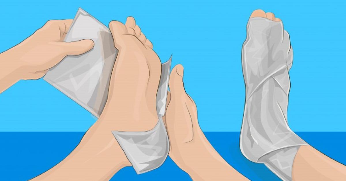 Avvolgi i tuoi piedi in un foglio di alluminio