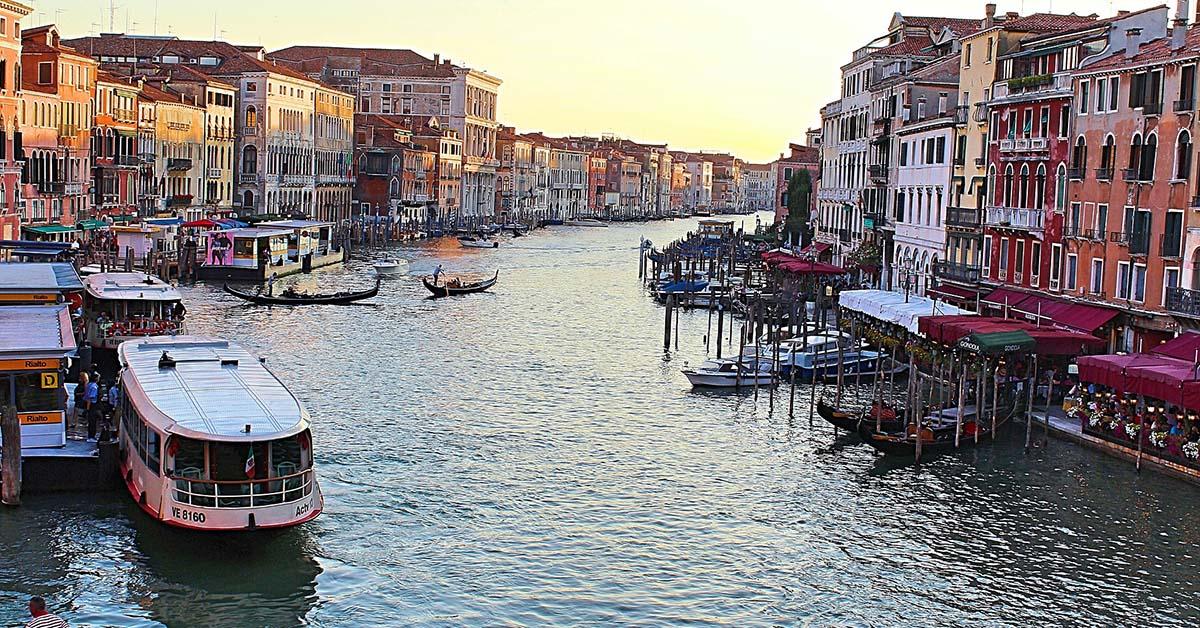 Tradizionali ma elettriche: ecco le barche per scoprire Venezia