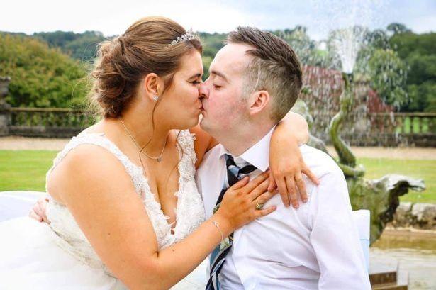 il-commovente-matrimonio-di-Myles-e-Liz