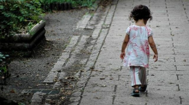 Avellino-bambina-di-3-anni-esce-sola-dall'asilo