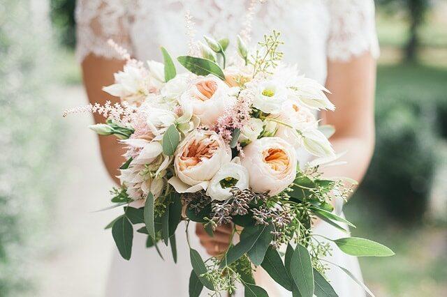 Prendere Il Bouquet Della Sposa.Il Bouquet Lanciato Dalla Sposa Bigodino