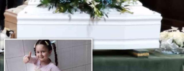 Napoli-i-funerali-della-piccola-Miriam 2